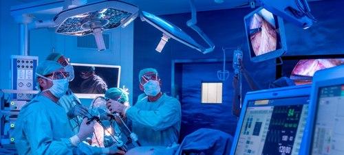 Medici iraniani in Poliambulanza per un corso di formazione sulla ricostruzione della parete addominale