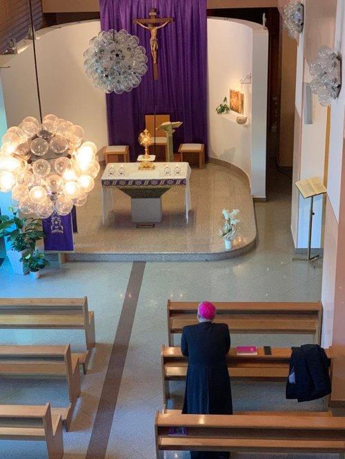 S. Messa Pasquale celebrata dal Vescovo di Brescia nella cappella di Poliambulanza in diretta Facebook e YouTube