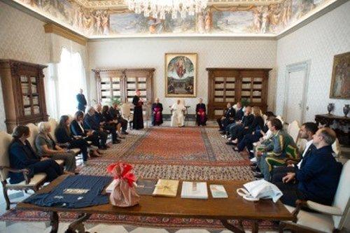 Papa Francesco: asta We Run Together testimonianza di uno sport solidale